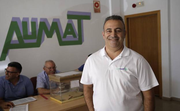 Guillermo Díaz, en la sede de Aumat durante la jornada electoral de hoy. /Migue Fernández