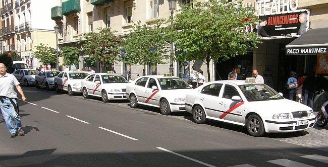 Polémica en Sanchinarro entre taxistas y vecinos por la falta de aparcamiento
