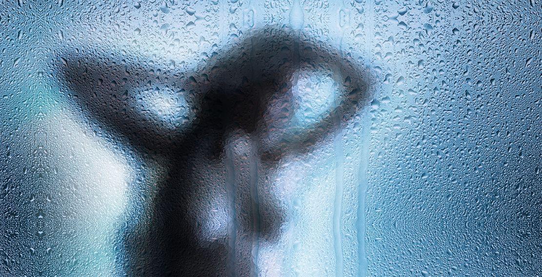 Acusa a un taxista de 25 años de grabarla en un baño en Benicàssim -